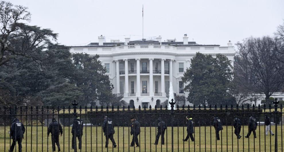 Servizi segreti della Casa Bianca in allarme dopo che è stato visto un drone sorvolare l'area durante la notte.