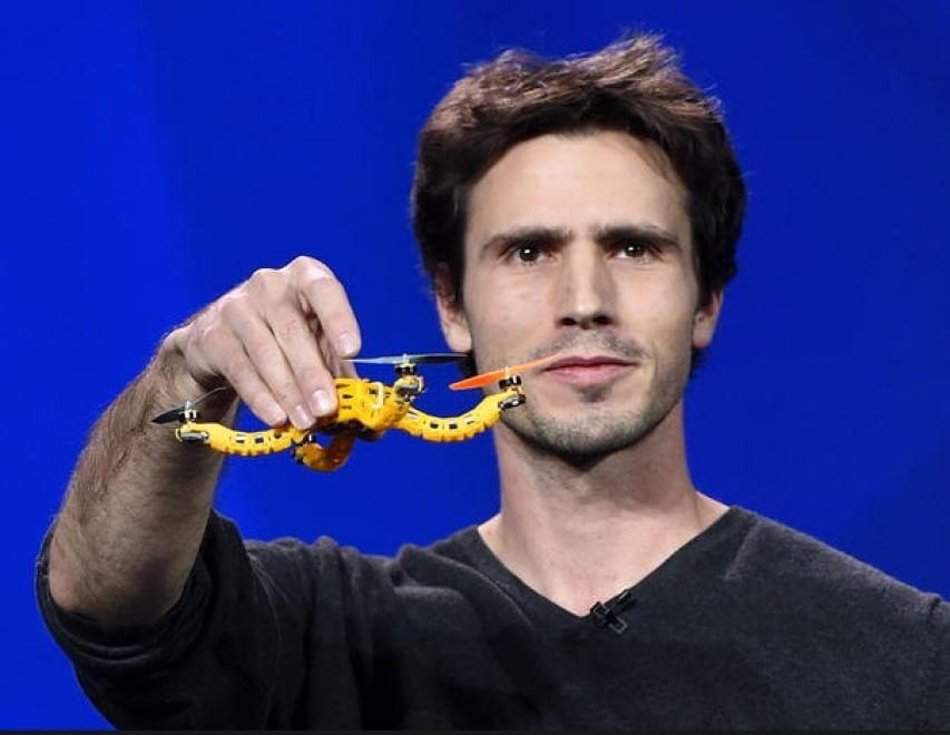 Christoph Kohstall annuncia Nixie, il primo ''wearable drone camera'' al CEs di Las Vegas. 6 gennaio 2015