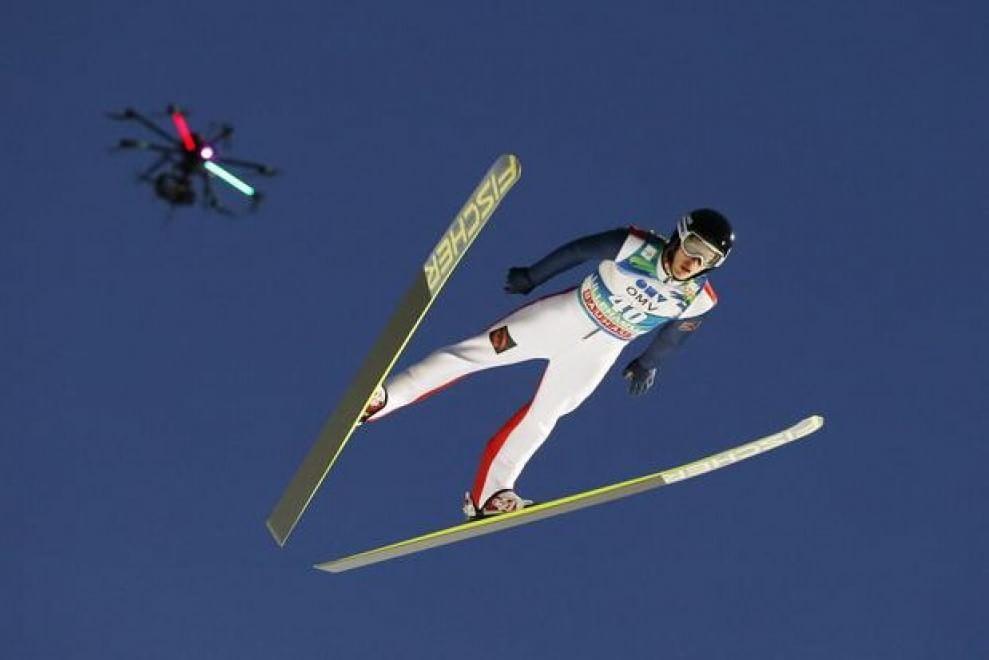 Un drone filma il campione di sci Vladislav Boyarinsev durante la Coppa del Mondo a Lillehammer (Norvegia). 7 dicembre 2014