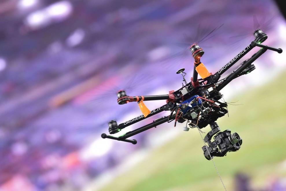 Un drone sorvola e riprende lo Stadio Olimpico durante la partita Roma-Juventus