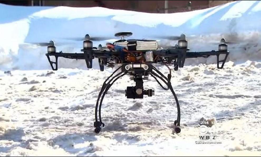 Un drone misura l'altezza della neve sui tetti delle case a Somerville, Massachusetts (Usa). 20 febbraio 2015