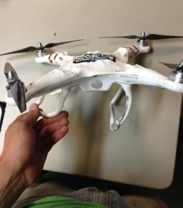 Se vuoi evitare di comprare un drone rotto e deformato come quello in foto, compra solamente da fonti affidabili.