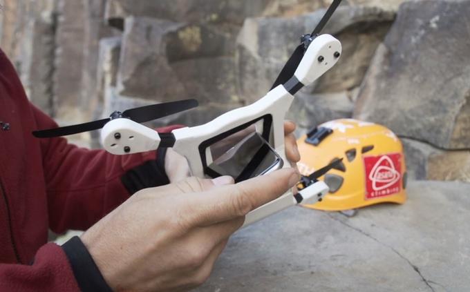 trasformare uno smartphone in un drone